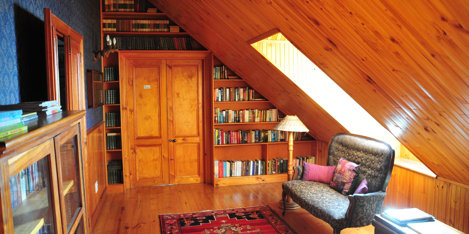 Library in De Oude Pastorie manor house, novels